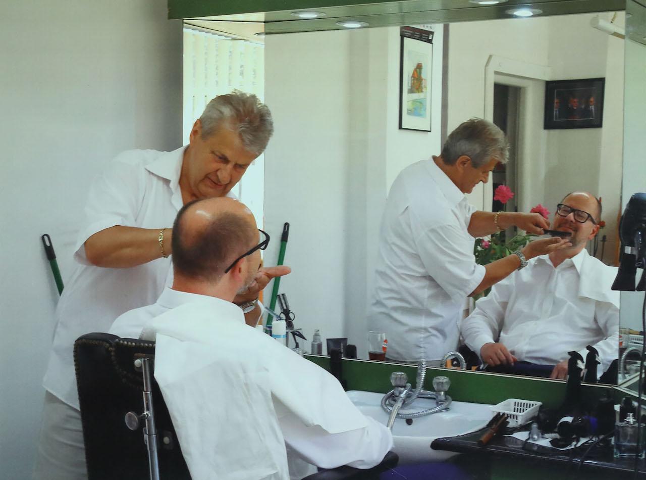 Prezydent Adamowicz łatwo przywiązywał się do miejsc i ludzi. Przez niemal ćwierć wieku był stałym klientem zakładu fryzjerskiego Kazimierza Janty przy ul. Podwale Staromiejskie