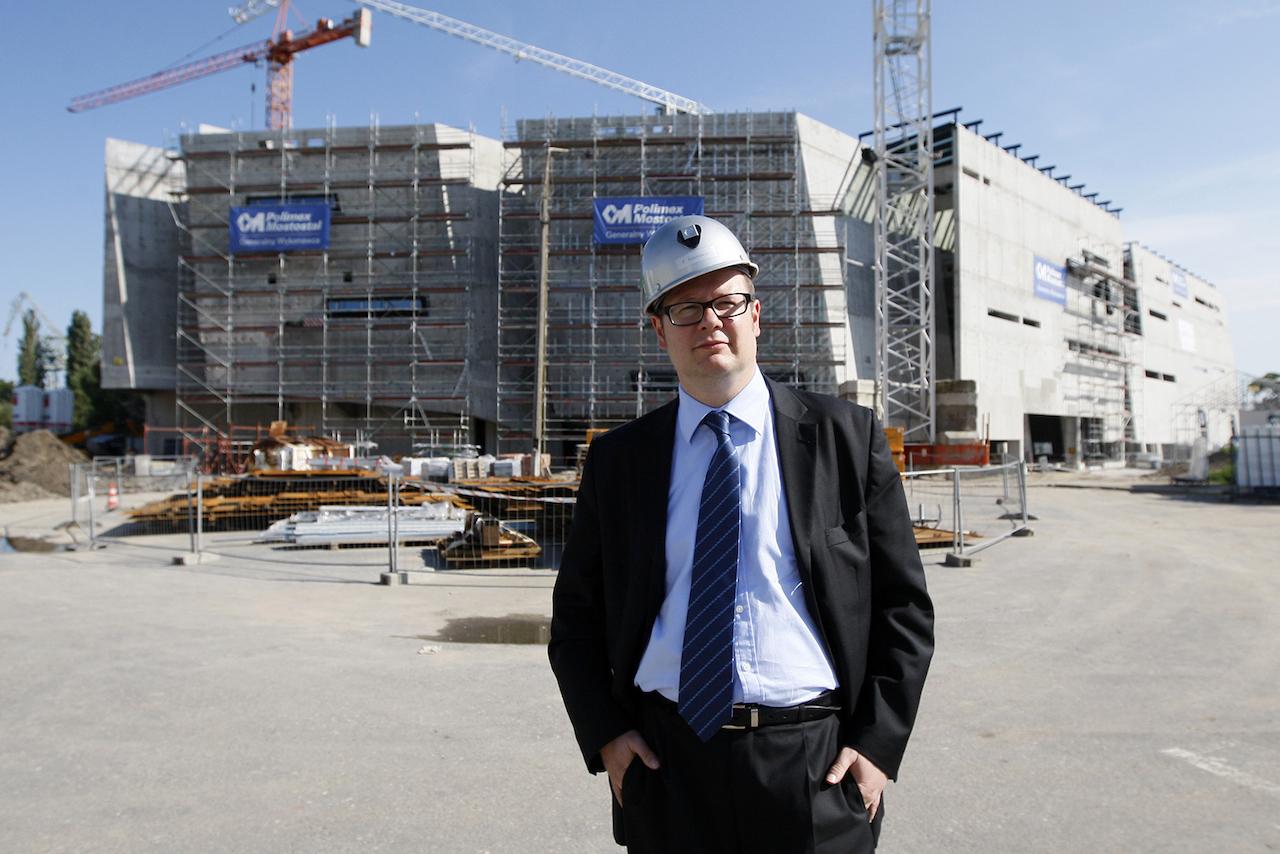 Podczas wizyty na placu budowy Europejskiego Centrum Solidarności, wrzesień 2012 roku