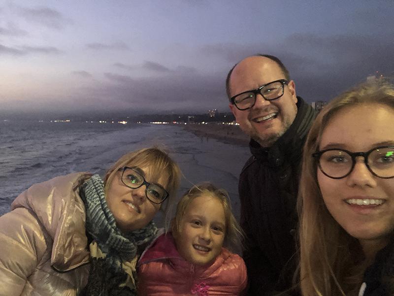 Jedno z ostatnich zdjęć prezydenta Gdańska z żoną i córkami, zrobione w grudniu 2018 roku. Od lewej: Magdalena, Teresa, Paweł i Antonina Adamowiczowie